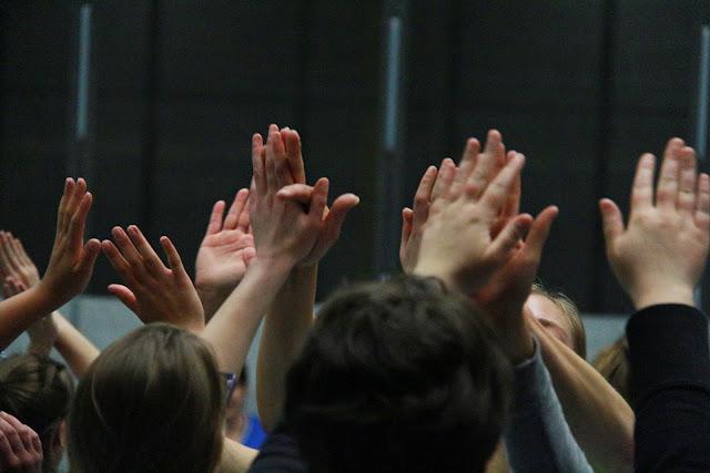 handen in elkaar voor de winnaars