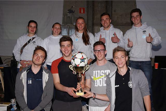 de winnaars en de organisatie van het Urban footvolley tornooi in Roeselare