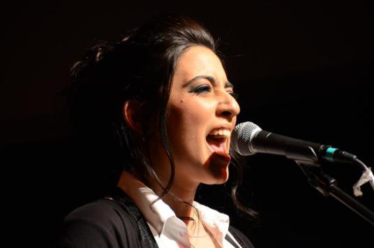 מורן אהרוני, זמרת יוצרת. צילום: יובל אראל