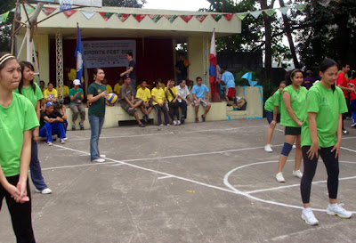 Ma'am Charmagne Gaspar toss the ceremonial volleyball.