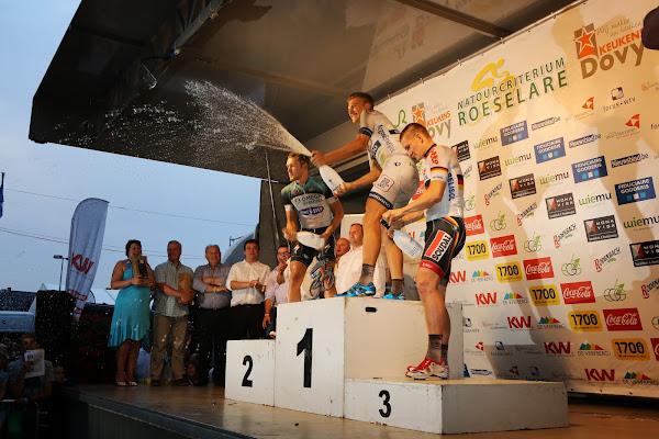 champagne spuiten op podium