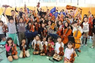 Alegría en la cara de los niños músicos del núcleo de Fukushima, al compartir con los músicos venezolanos y la pianista japonesa