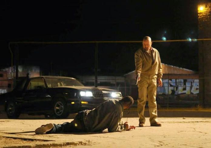 Walter White ejecutando, por primera vez, un disparo con sus propias manos