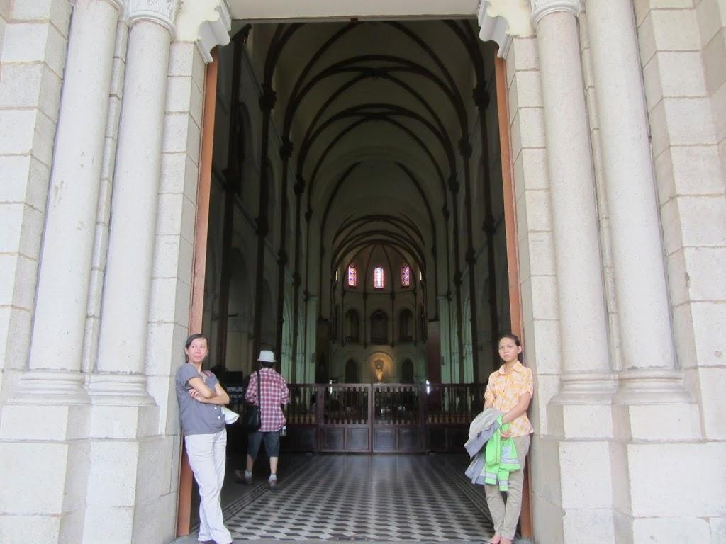 0010Notre_Dame_Cathedral_-_Saigon
