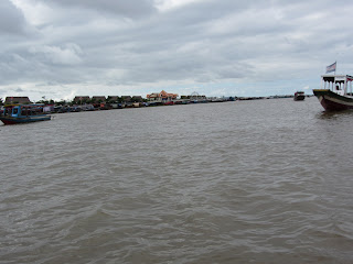 0007Tonle_Sap_Lake_Floating_Village