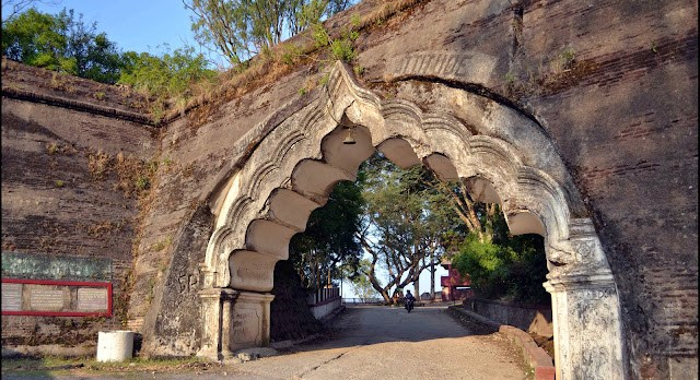 nandi hills fort gate