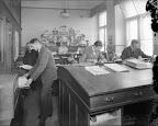 Kunstdruck- und Verlagsanstalt Wezel und Naumann, Täubchenweg 69/73, Entwurfsraum; 1930, Fotograf: Hermann Walter (Atelier)