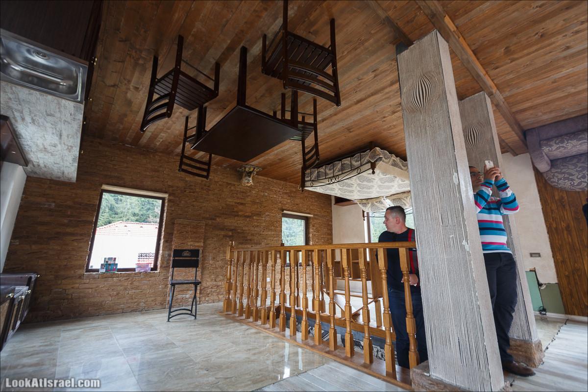 Яремче - Хутор с домами вверх ногами | Слава Украине израильскими глазами - LookAtIsrael.com