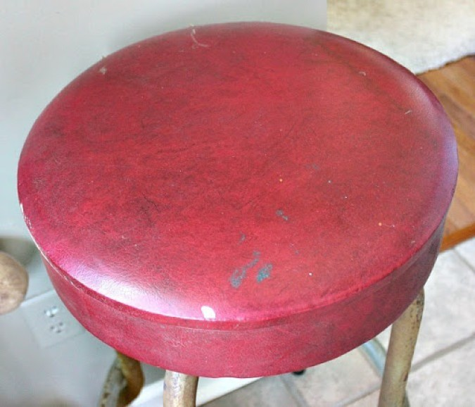 vintage-bar-stool-and-artwork-9