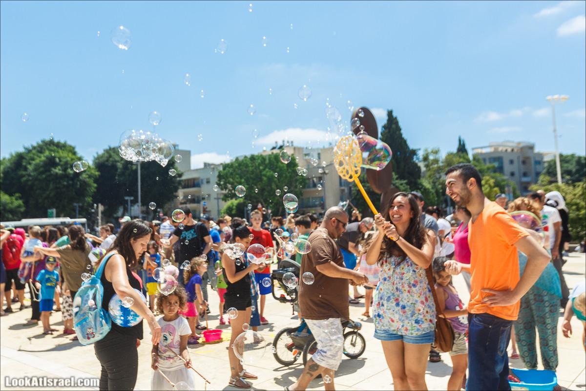 Праздник мыльных пузырей в Тель-Авиве | The Bubble parade Tel-Aviv | פרויקט בועות הסבון הגדול תל אביב | LookAtIsrael.com - Фото путешествия по Израилю