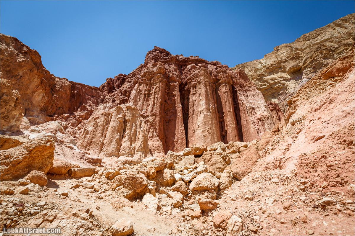 Пробираясь по горам едем к Амрамовым столбам