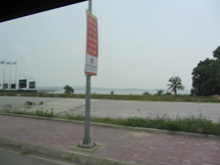 0033Road_to_Halong_Bay