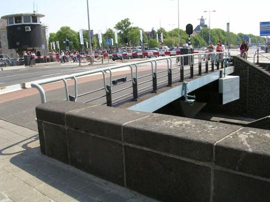 Kortjewantsbrug on Prins Hendrikkade