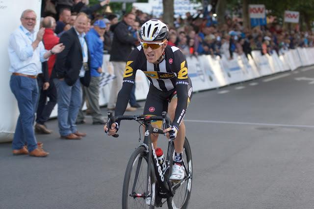 Serge Pauwels komt als derde over de meet in Roeselare