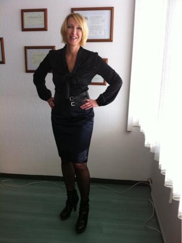 Office-Style mit Bluse und Rock