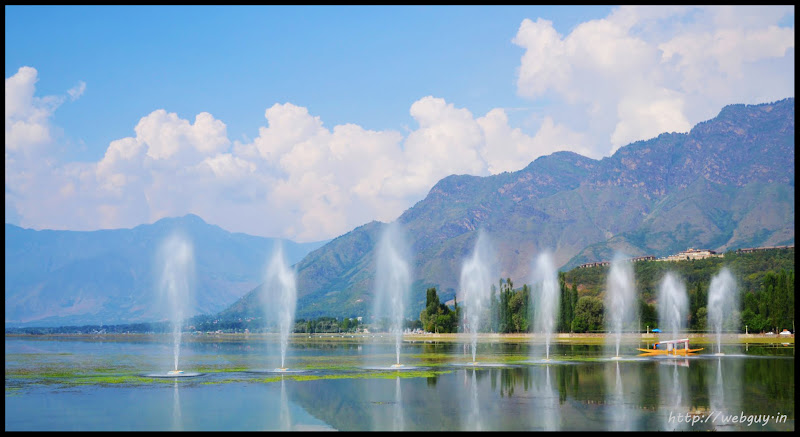 Fountains in Dal Lake