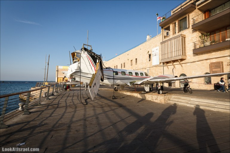 Потерпевший крушение самолет в Яффо | LookAtIsrael.com - Фото путешествия по Израилю