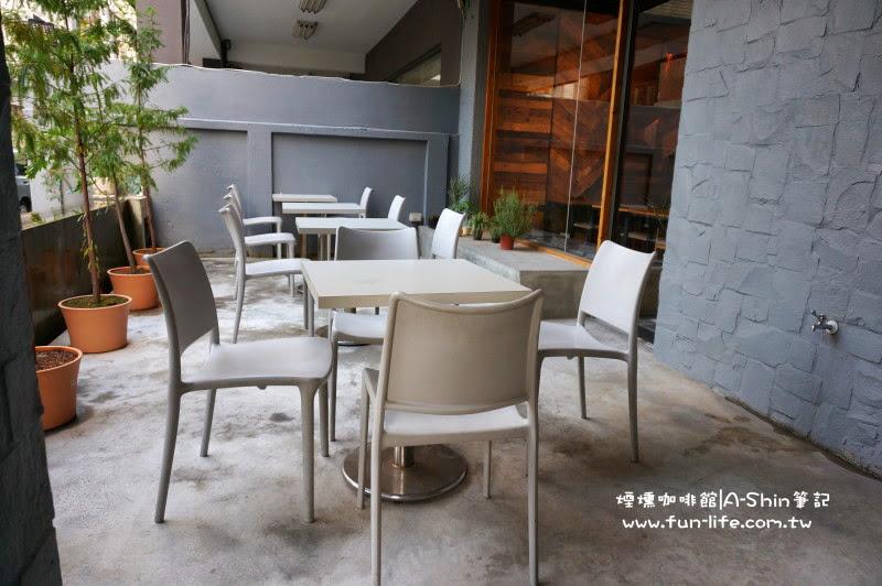 煙燻咖啡有有戶外座椅