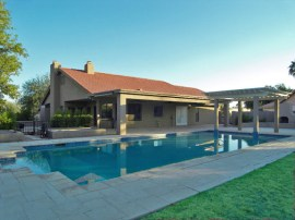 Sun Lakes AZ Real Estate features a resort style pool and backyard