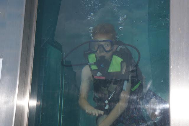 duiken in een duiktank op de batjes in Roeselare