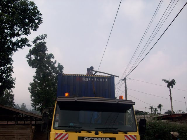 Container Arrival & Offloading in Buea - 100_9051.JPG