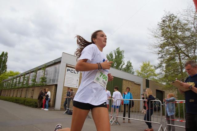 Laura Huyghe winnares bij de dames van de 3,5 km Dwars over de Mandel 2015