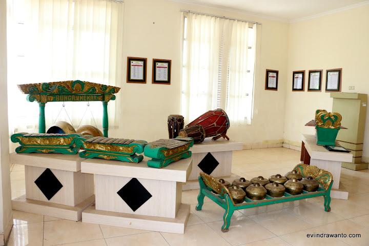 Seperangkat Gamelan Jawa di museum transmigrasi Lampung