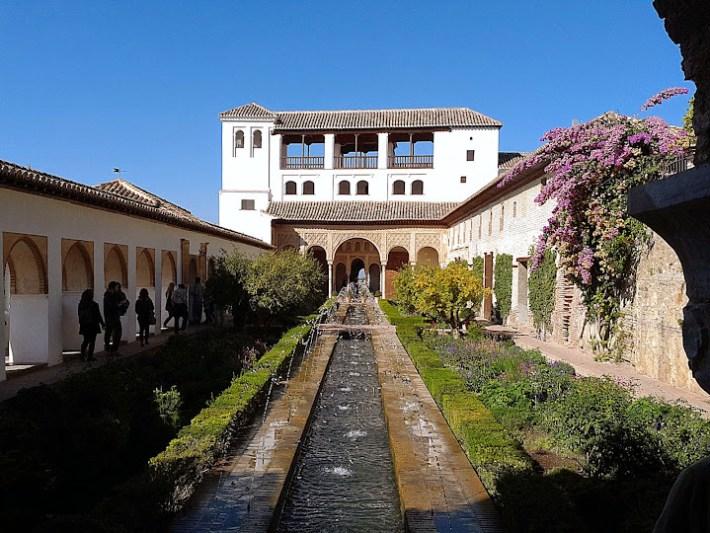 Ruta por Andalucía. Patio de la Acequia en el Generalife, Granada