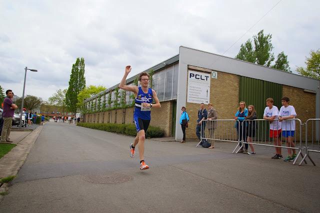 Simon Vanbruane wint de 3,5 km Dwars over de Mandel 2015