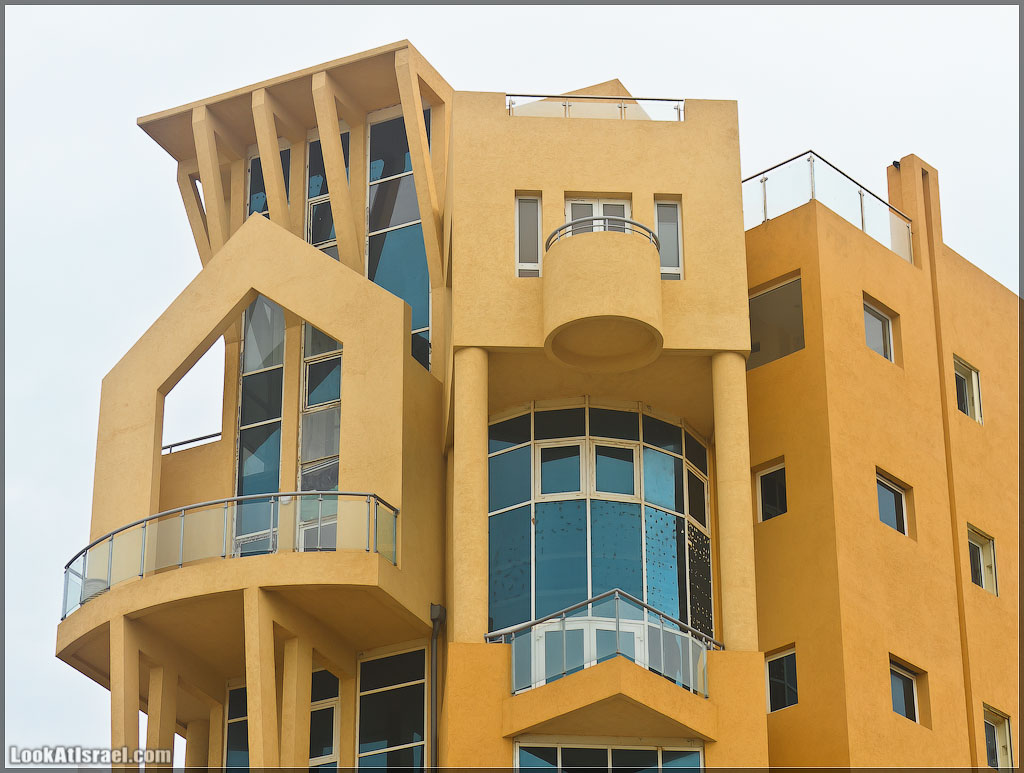 Дом-урод с неизвестным количеством этажей
