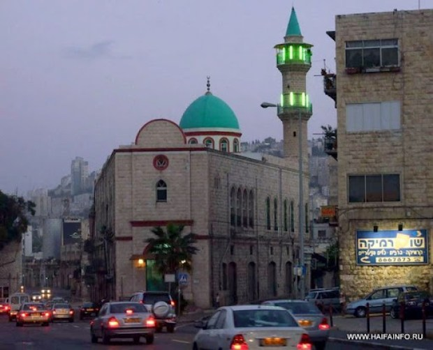 ADSCF4039  Haifa  Al  Istiklal Mosque.jpg