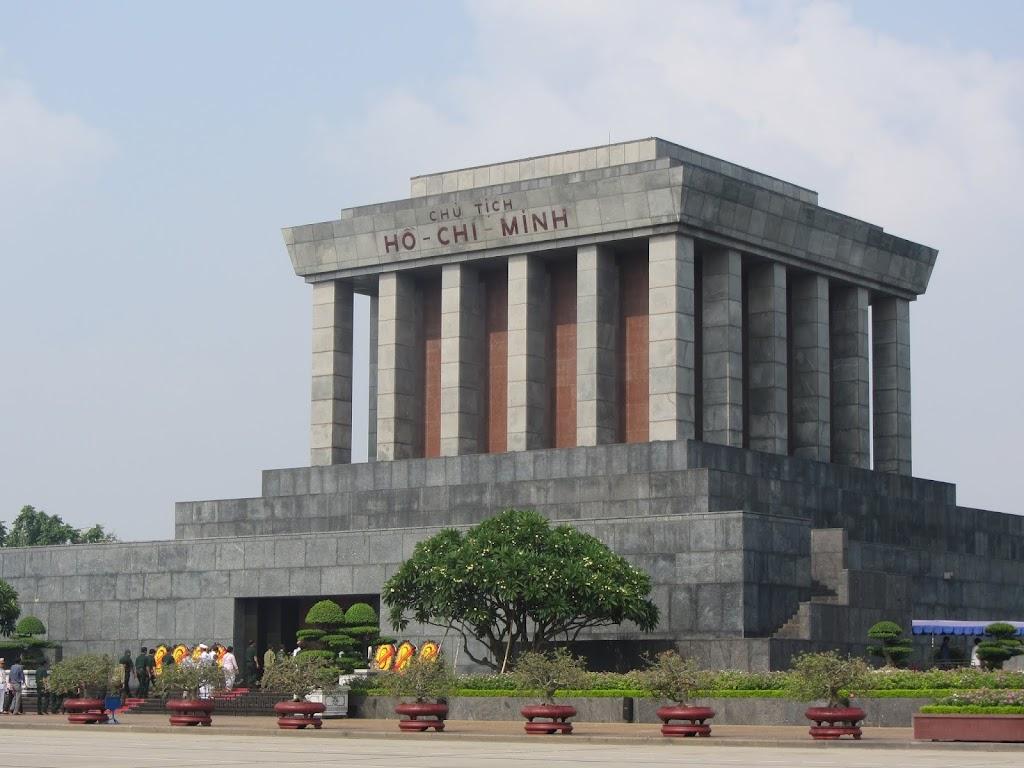 0235Ho_Chi_Minhs_Mausoleum