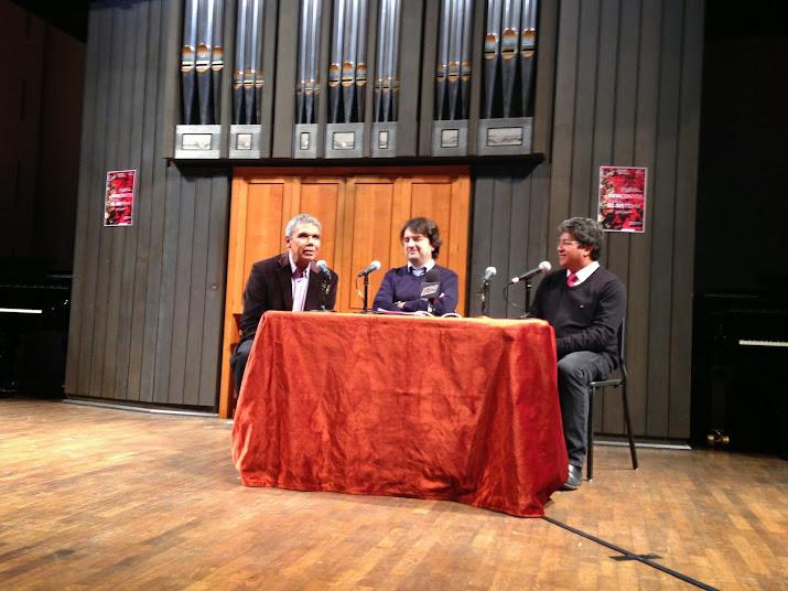 Víctor Rojas, Bruno Mantovani y Valdemar Rodríguez durante el encuentro parisino