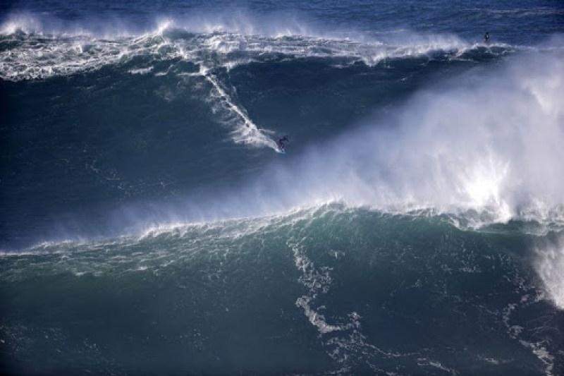 nazare-big-waves-4
