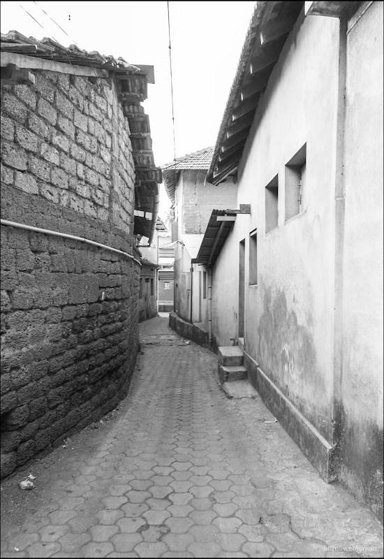 narrow lanes of gokarna
