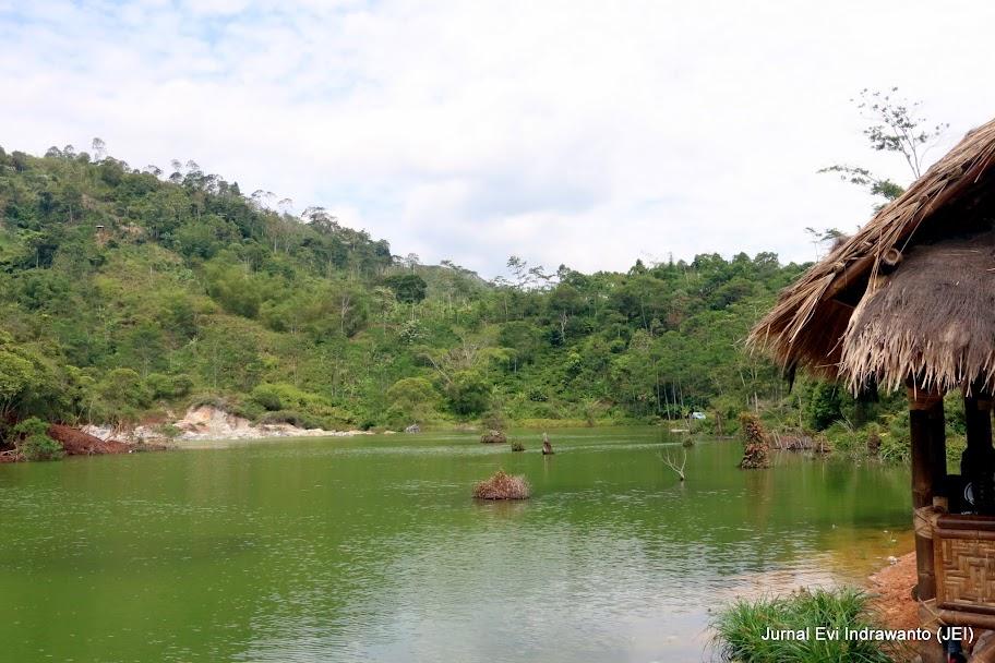 Danau Solfatara yang aktif mengeluarkan Osida Belerang - Tempat wisata di Tanggamus