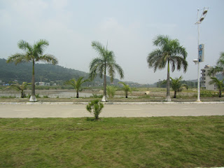 0037Road_to_Halong_Bay