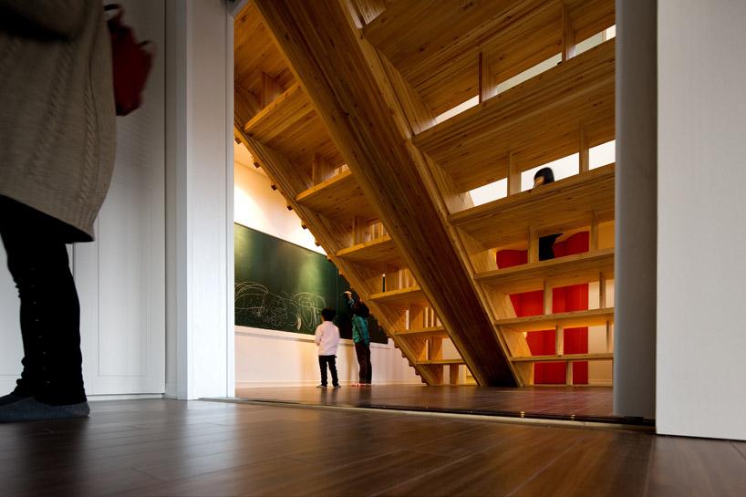 *首爾 Moon Hoon 全景六角形建築設計:溜滑梯+樓梯+書櫃強大結合! 7