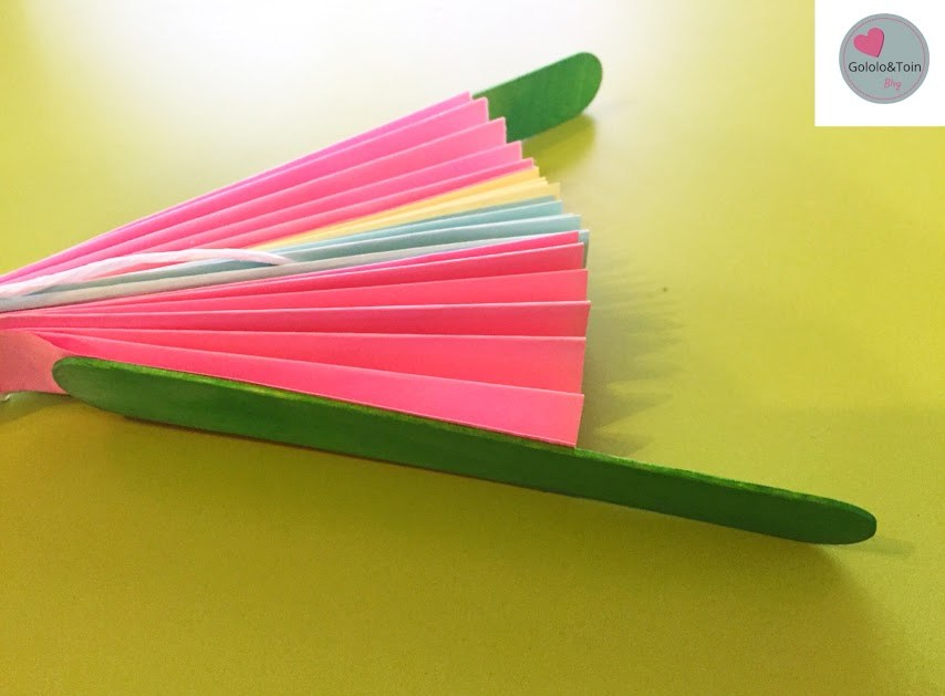 diy-manualidades-niños-faciles-verano-abanico-folio-colores-palos-helados