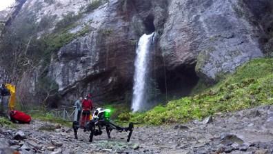 Le drone prêt à décoller dans les gorges de Kakouetta