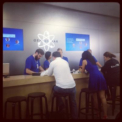 LookAtIsrael.com – Фотографии Израиля и не только…: LookAtCanada.com / Большое канадское путешествие начинается! Тут столько всякого про меня и о том как я готовился к путешествию, что аж самому стало интересно | LookAtIsrael.com - Фотографии Израиля и не только... Apple Store. Ну почему там Apple создан для людей, а наш вшивый iDigital для продавцов. Почему в их магазинах хочется провести весь день, а у нас поскорей покинуть и больше никогда не возвращаться?