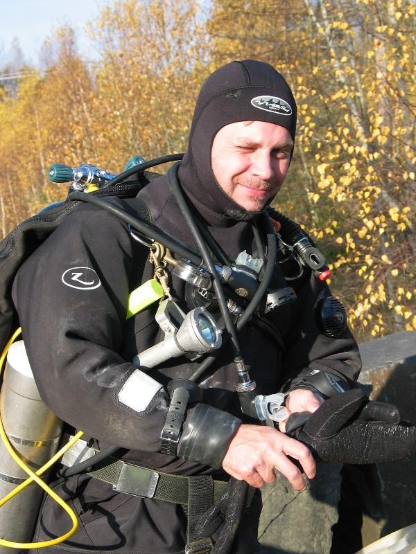 Stefan redo för ett dyk på 40+ m
