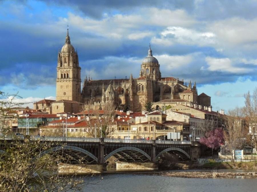 Puente de Enrique Estevan con Salamanca al fondo