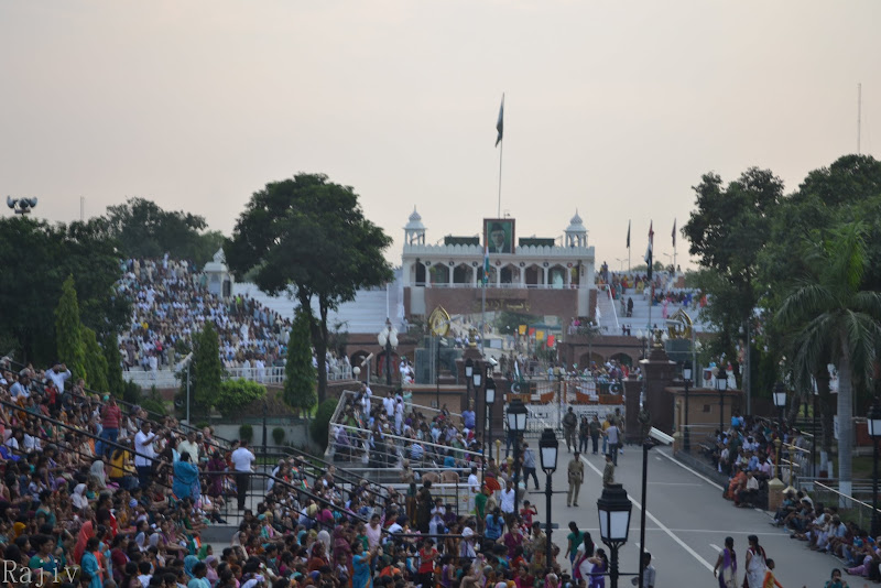 The crowd on both sides of the Border-gate, Wagah