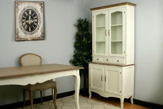 Mobiliario salón-comedor.