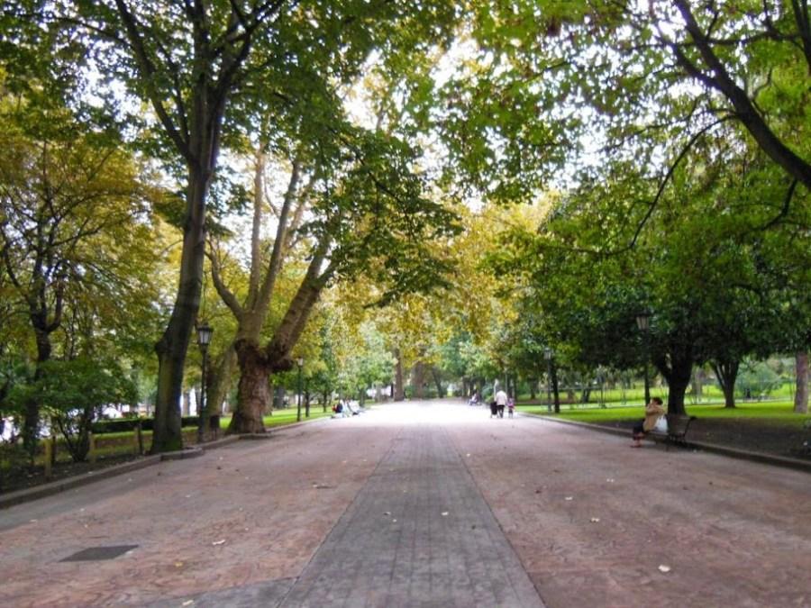 El Campo de San Francisco es un parque tranquilo, ideal para niños