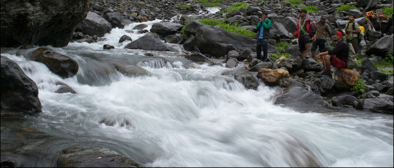Jwara Nullah Hampta Pass Trek water-crossing