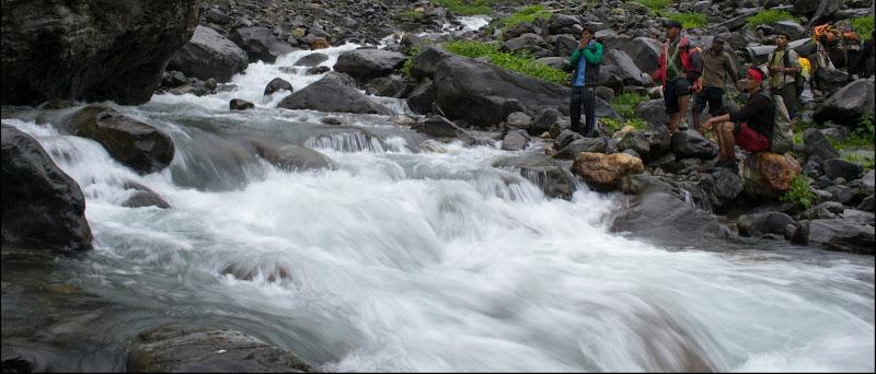 Jwara Nullah Hampta Pass Trek water-crossing