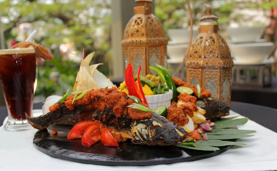 foto ketupat pecak ikan patin