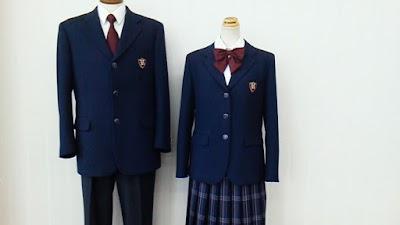 大阪偕星学園高等学校の女子の制服1